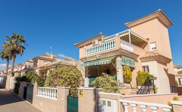 Detached Villa In Royal Park, Los Altos