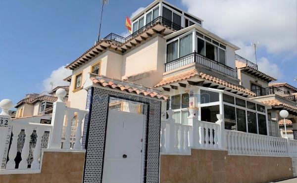 Quatro House In Punta Prima