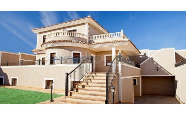 Detached Villa In Los Altos