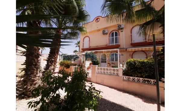 Terraced House in La Florida