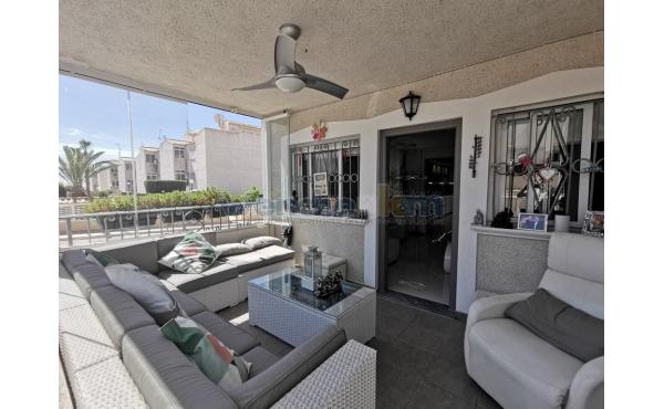 Ground Floor Corner Apartment in Los Altos